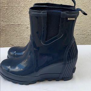 Sorel Joan Rain Wedge Chelsea Gloss Boots size 8